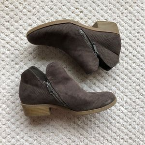 Universal Threads Goods Co. gray zip ankle boots